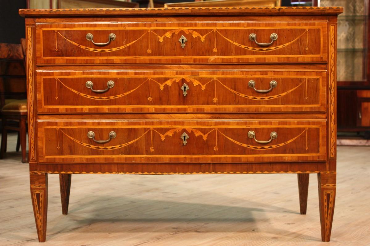 Antiquariato milanese e i mobili di origine lombarda for Mobili luigi