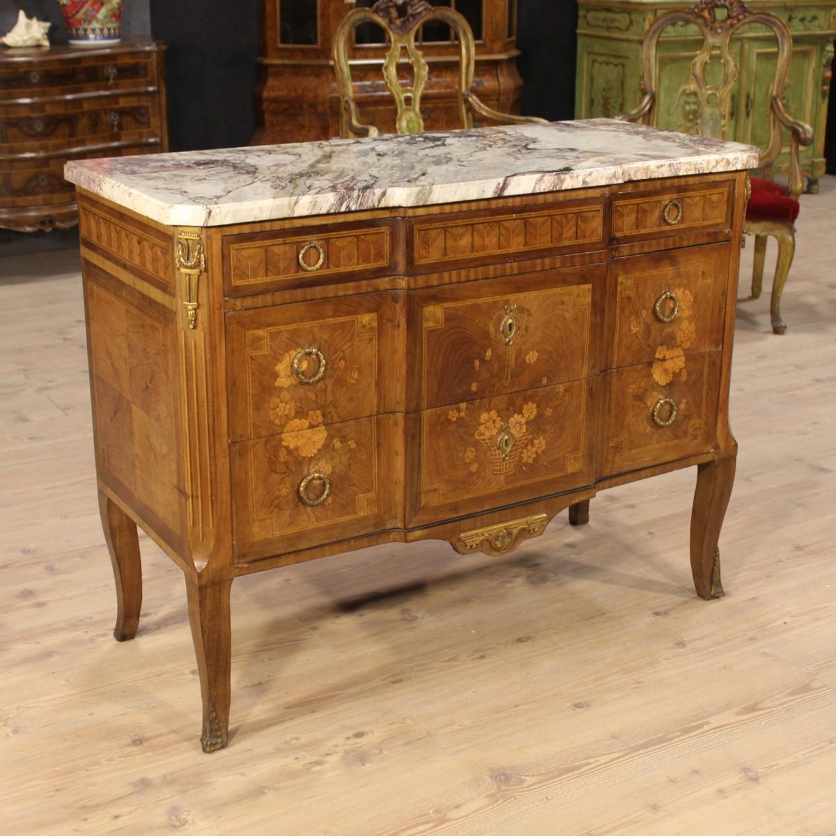 Caratteri distintivi dei mobili in stile luigi xv - Specchi particolari per camera da letto ...