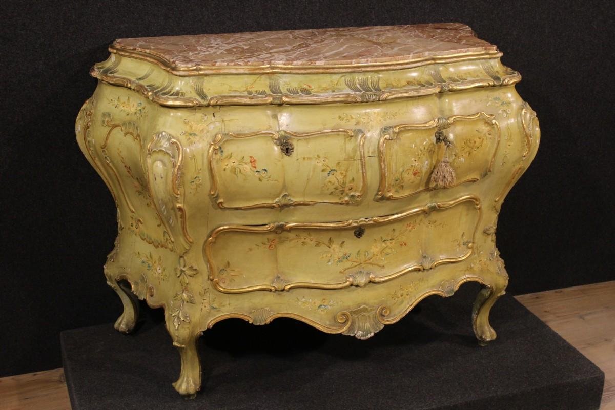 Mobili antichi dorati i segreti di bottega dei maestri for Mobili stile veneziano