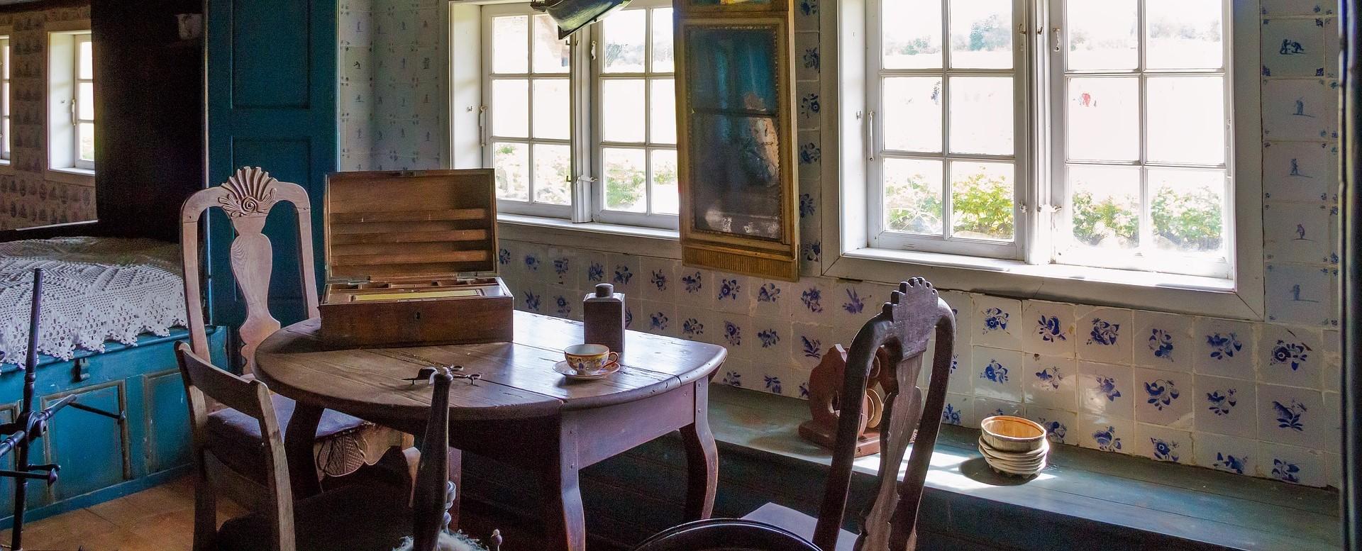 Mobili antichi colorati ip76 pineglen for Arredare casa con mobili antichi e moderni