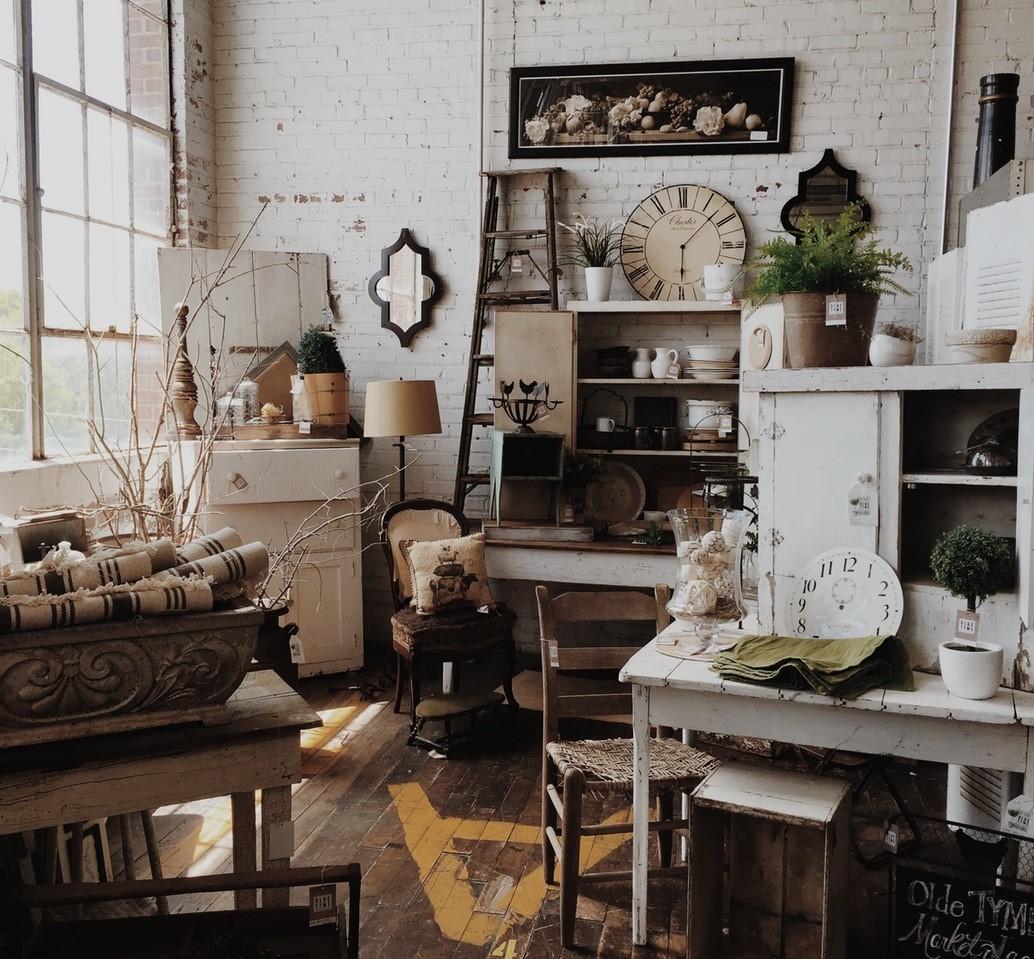 Originalità in casa: i mobili antichi laccati