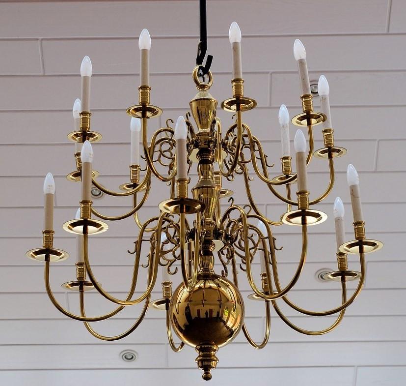 Lampadari antichi per illuminare l 39 arredamento contemporaneo for Tipi di arredamento