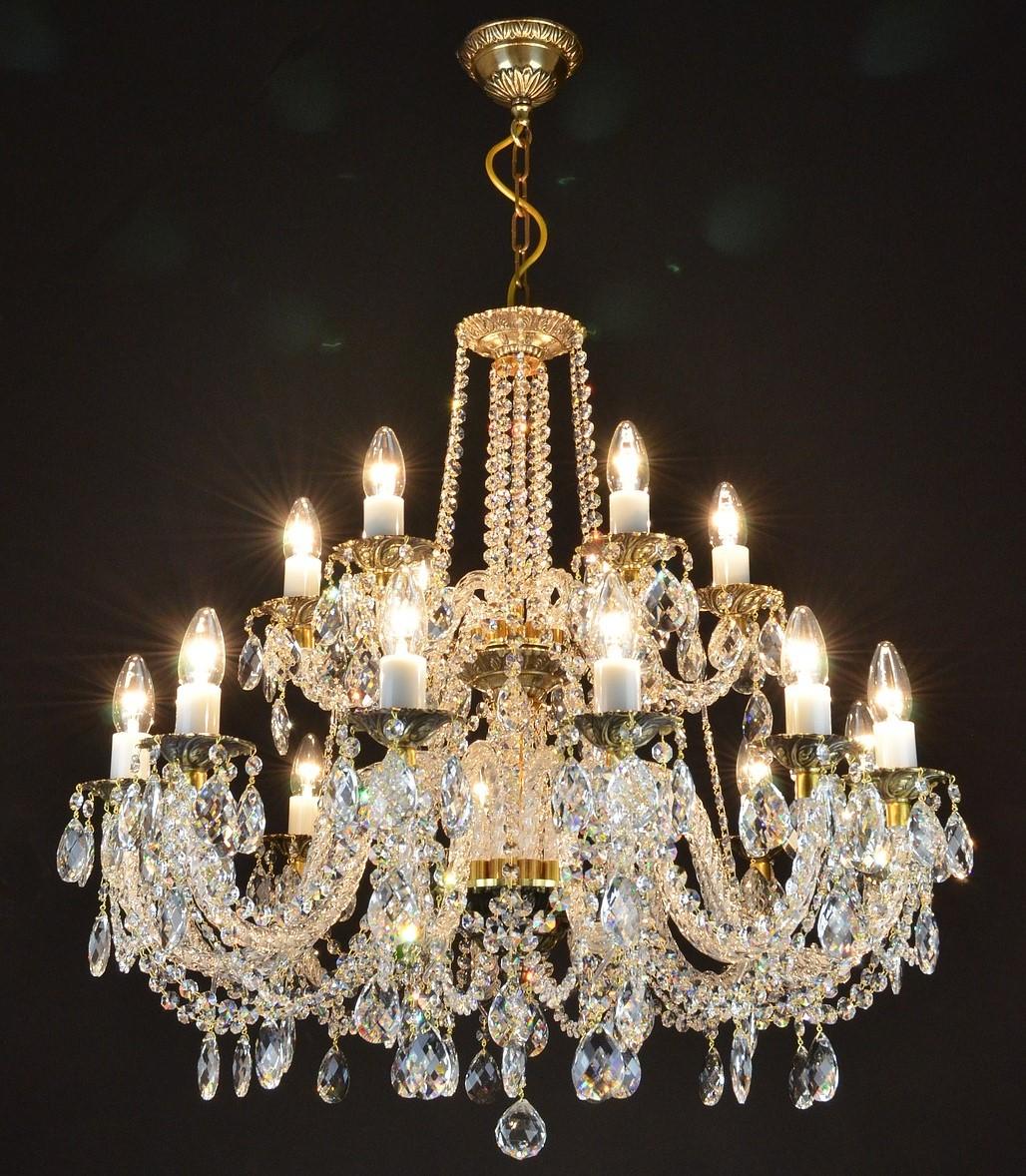 Lampadari Antichi Con Gocce Di Cristallo.Lampadari Antichi Per Illuminare L Arredamento Contemporaneo