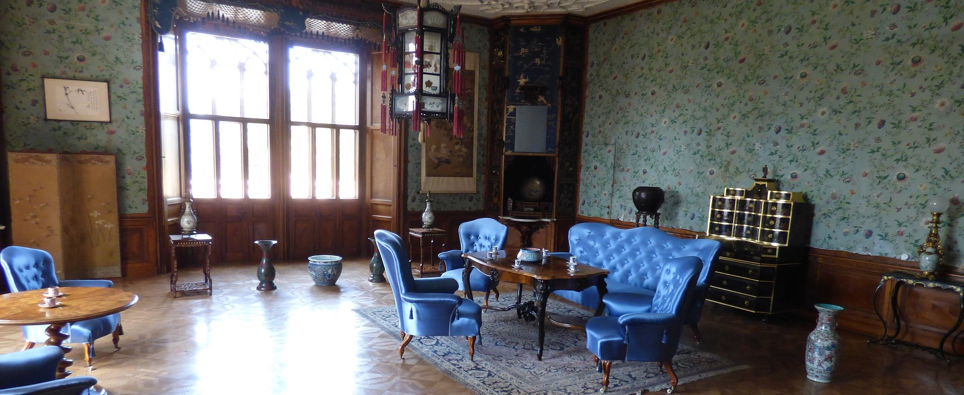 I mobili d 39 antiquariato autentici in stile riproduzioni for Acquisto mobili antichi napoli